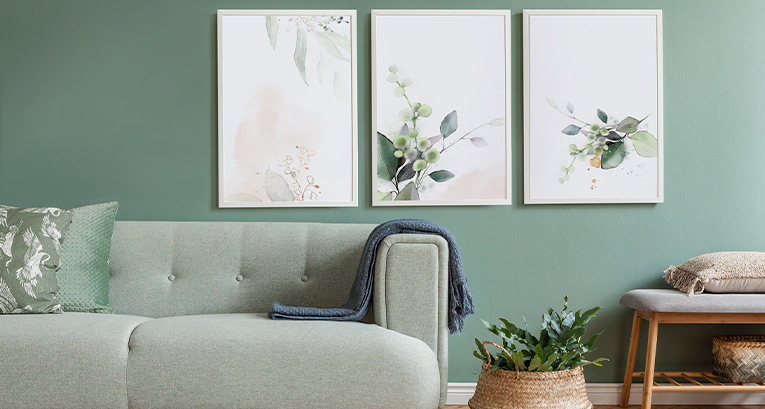 5 original posters for the living room in any style